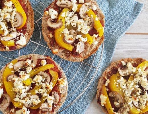 Pita pizza met paprika en feta
