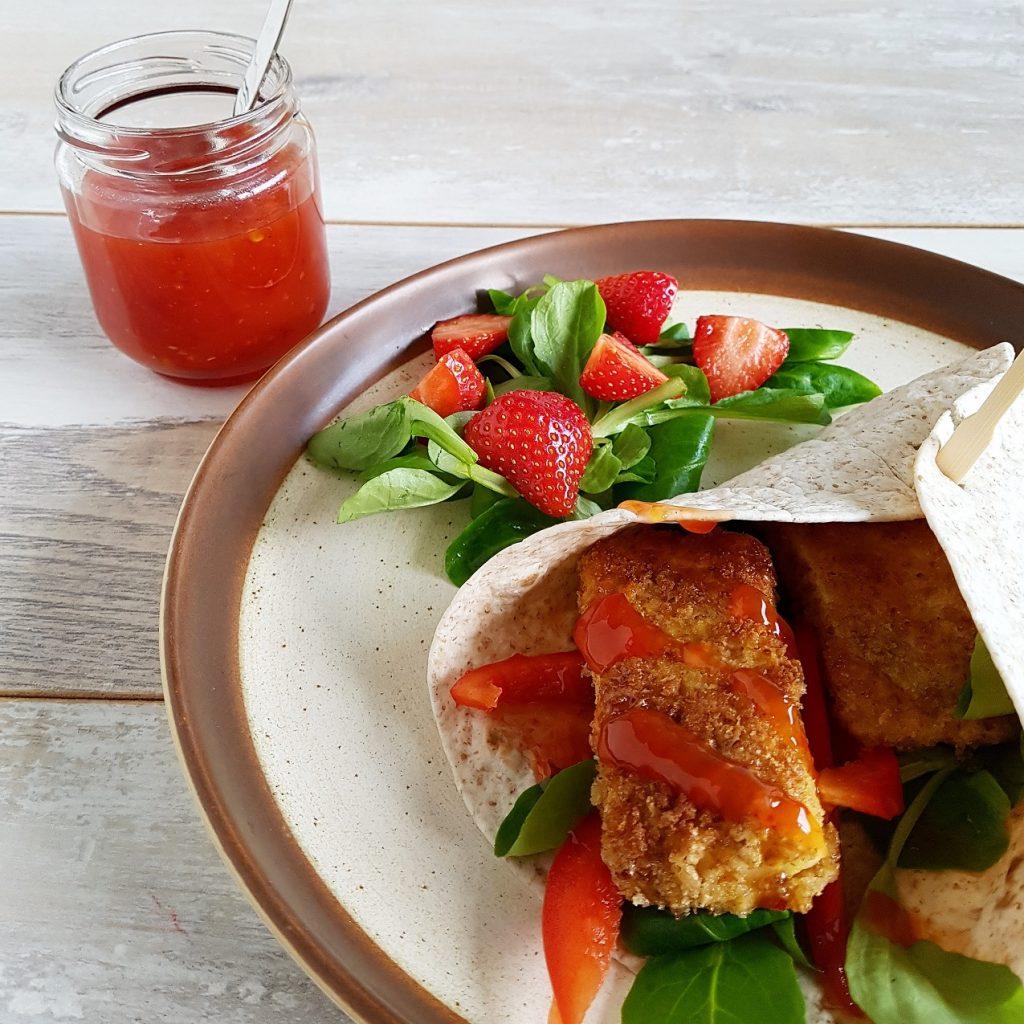 Wraps met brie en chilisaus