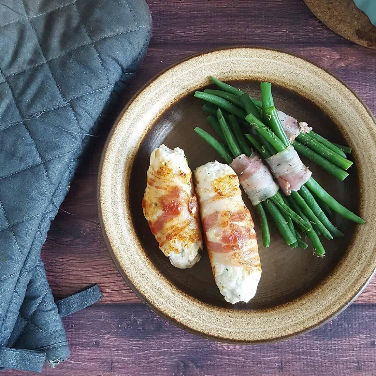 Worstjes van kip, feta en spek