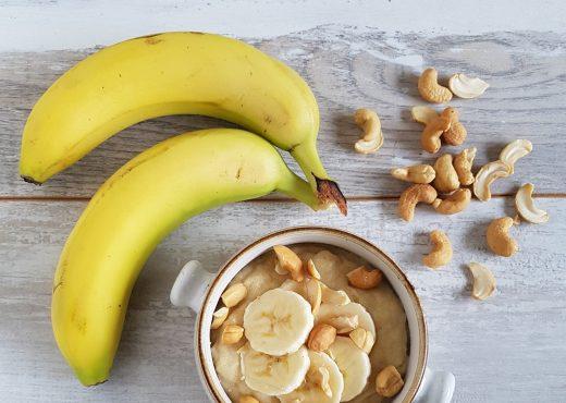 Griesmeelpap met banaan en cashewnoten