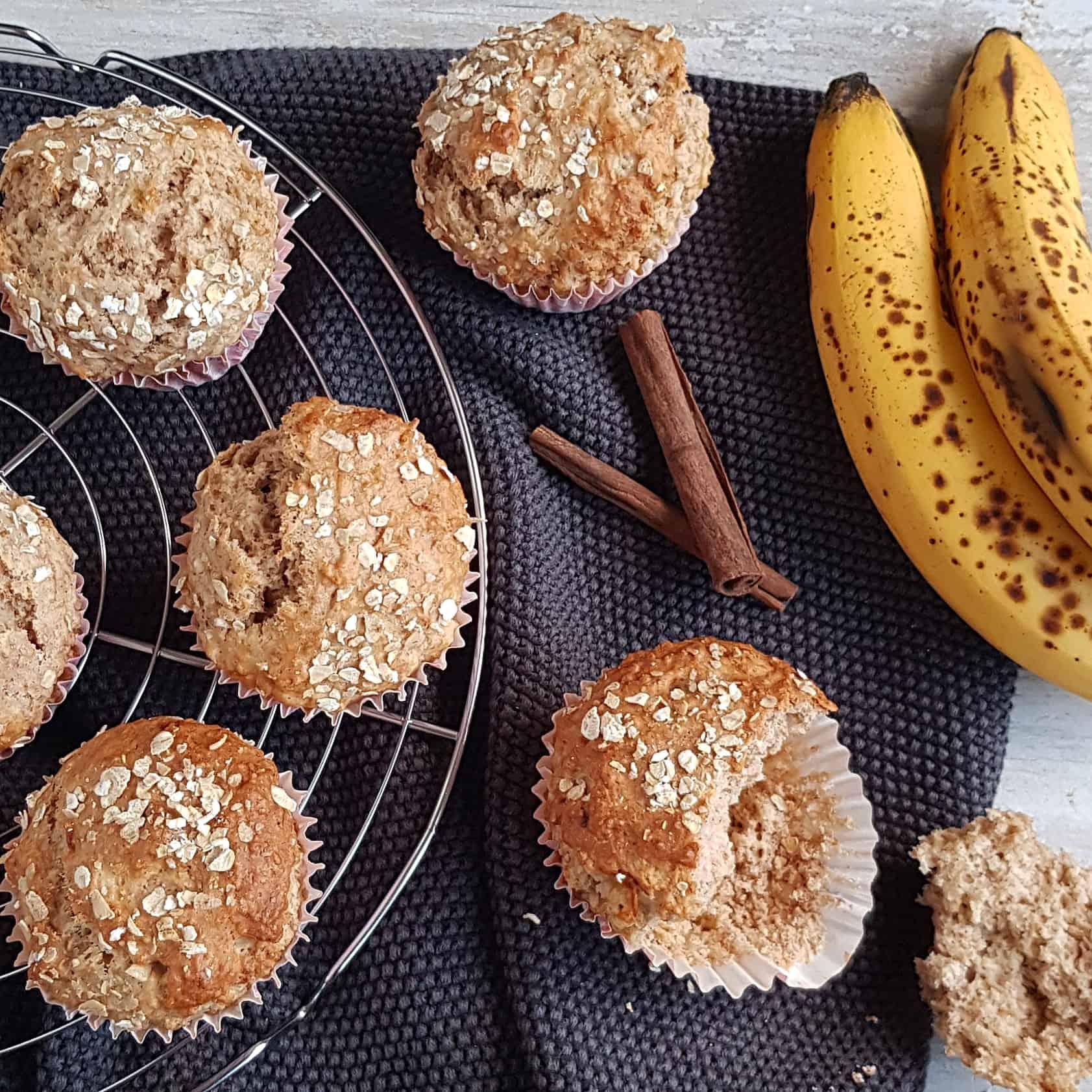 Ontbijtmuffins met banaan en kaneel