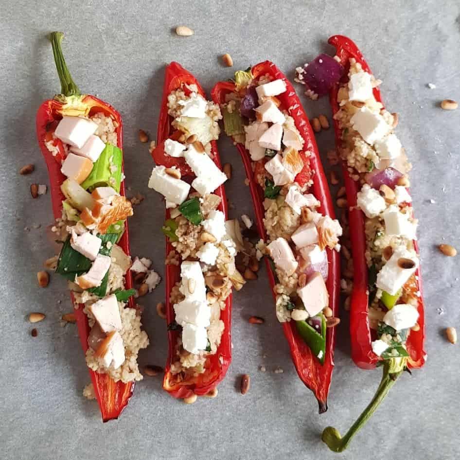 Gevulde paprika met couscous en gerookte kip of feta