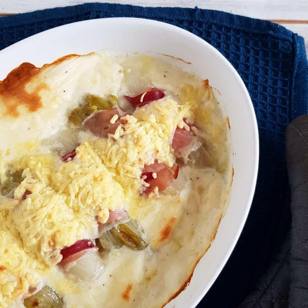 Witlof uit de oven met ham, kaas en bechamelsaus