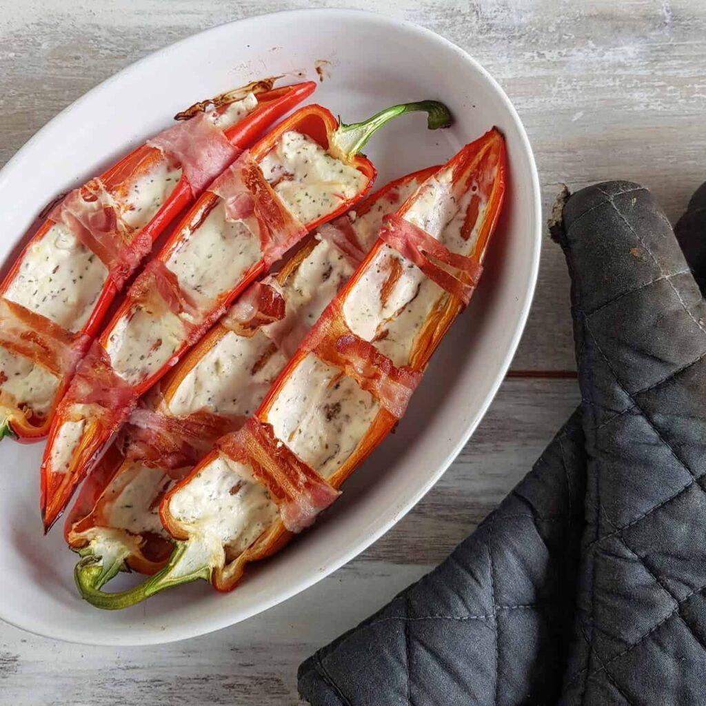 Puntpaprika met kruidenkaas en bacon