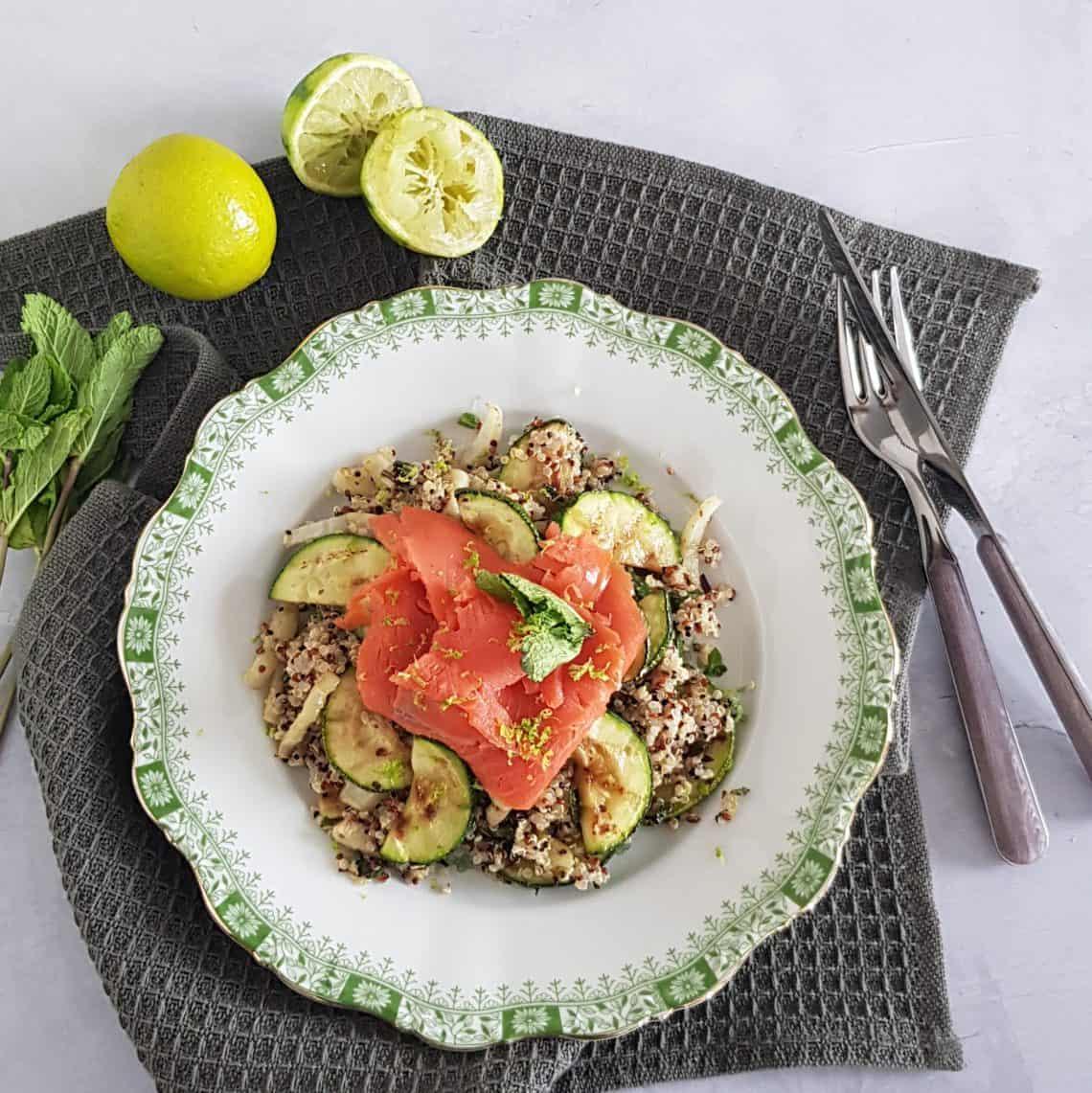 Quinoa met courgette en gerookte zalm