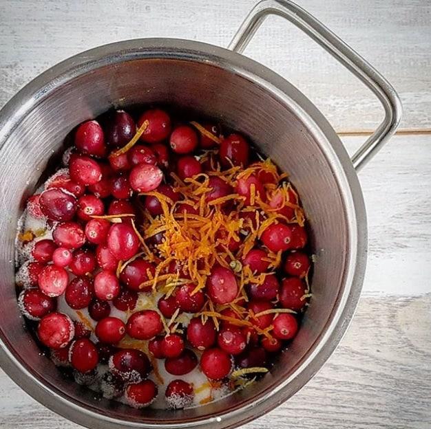 Cranberry compote met sinaasappel en kaneel