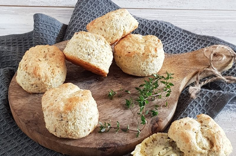 Hartige scones met tijm en kaas