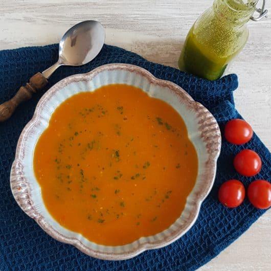 Pittige paprikasoep met tomaat