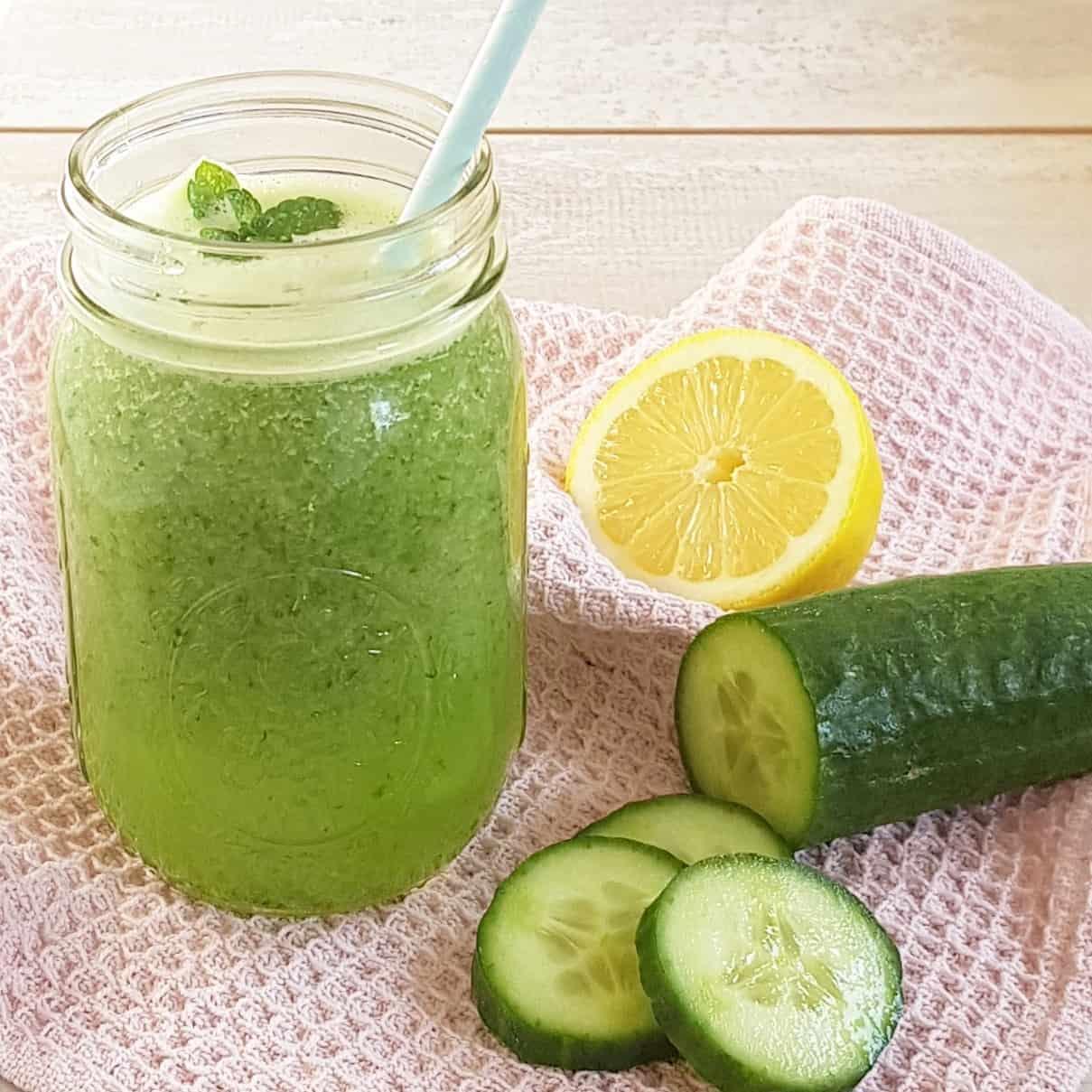Sapje met komkommer, appel en munt