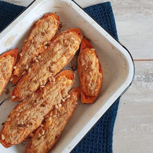 Gevulde zoete aardappel met kaas en peper
