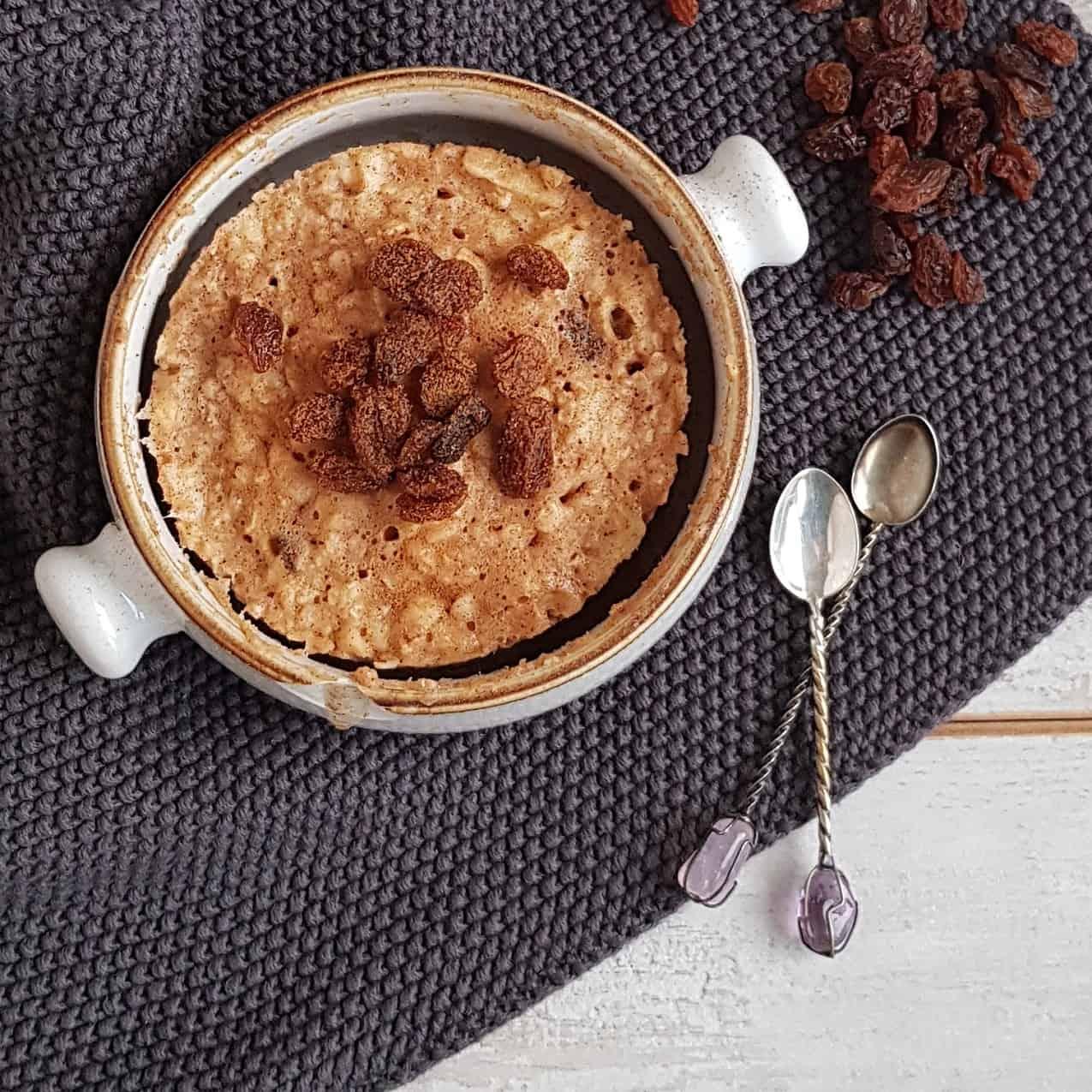 Appeltaart mugcake met rozijnen