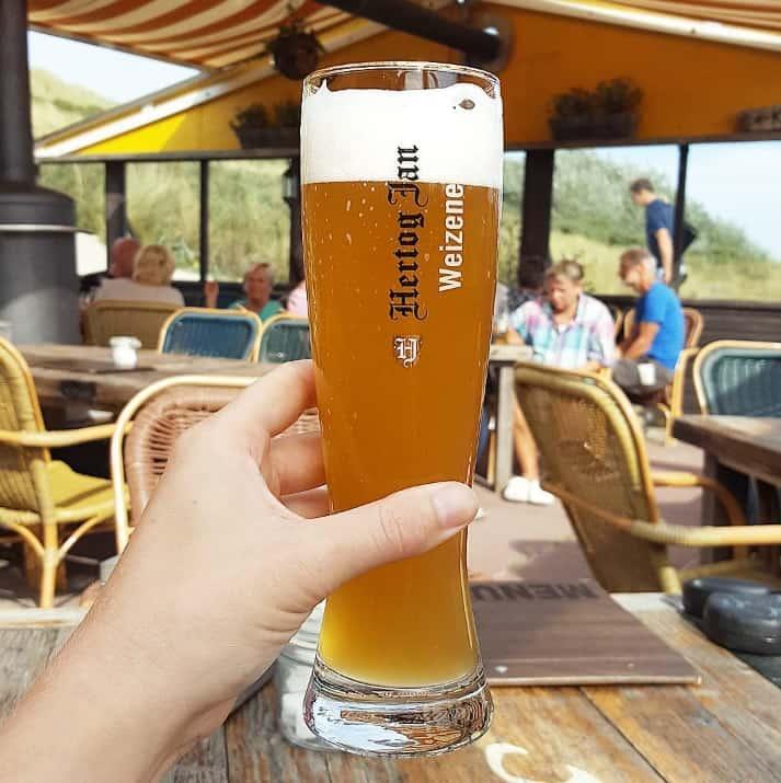 Biertje bij Kaap Hoorn op Terschelling