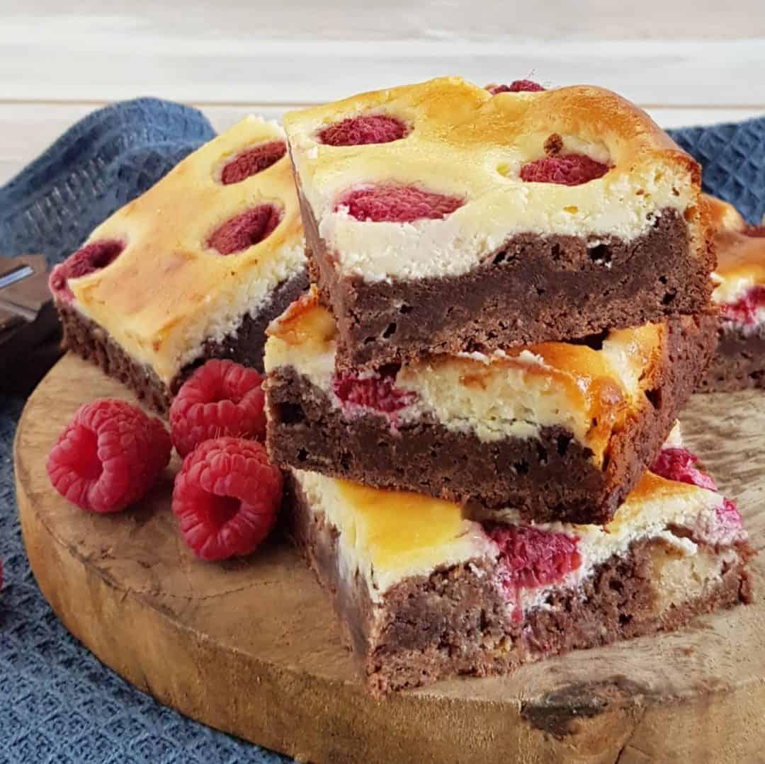 Cheesecake brownies met frambozen