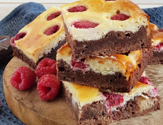 Cheesecake brownies met frambozen