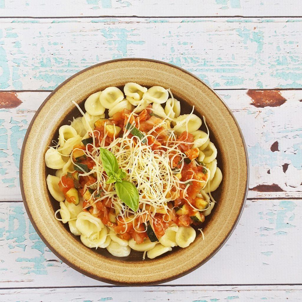 Orechiette met tomaten-courgette saus