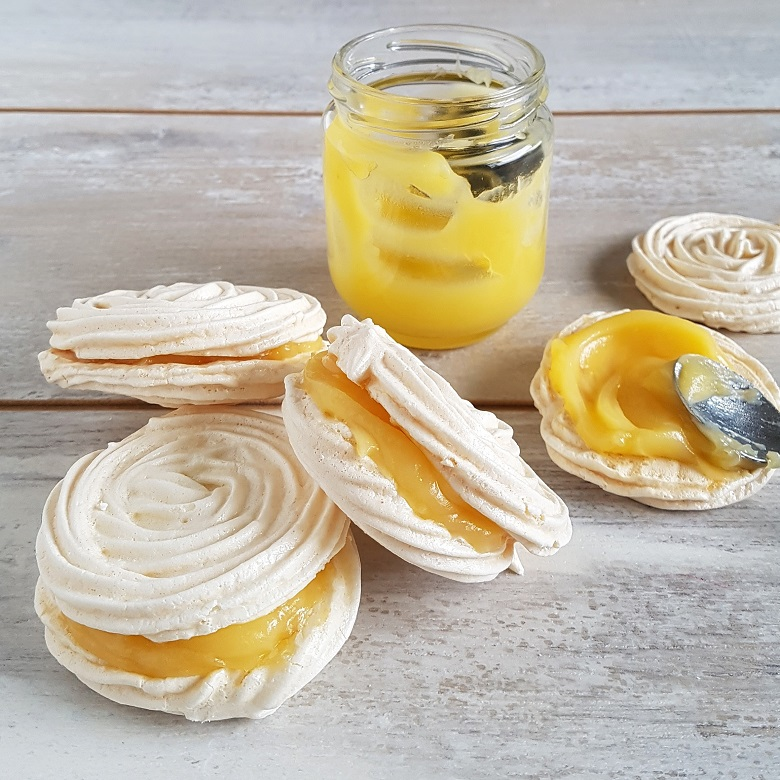 Meringue schuimpjes met lemoncurd