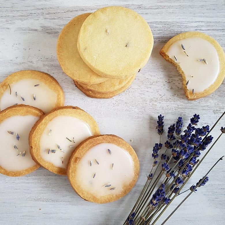 Lavendelkoekjes - zandkoekjes met lavendel