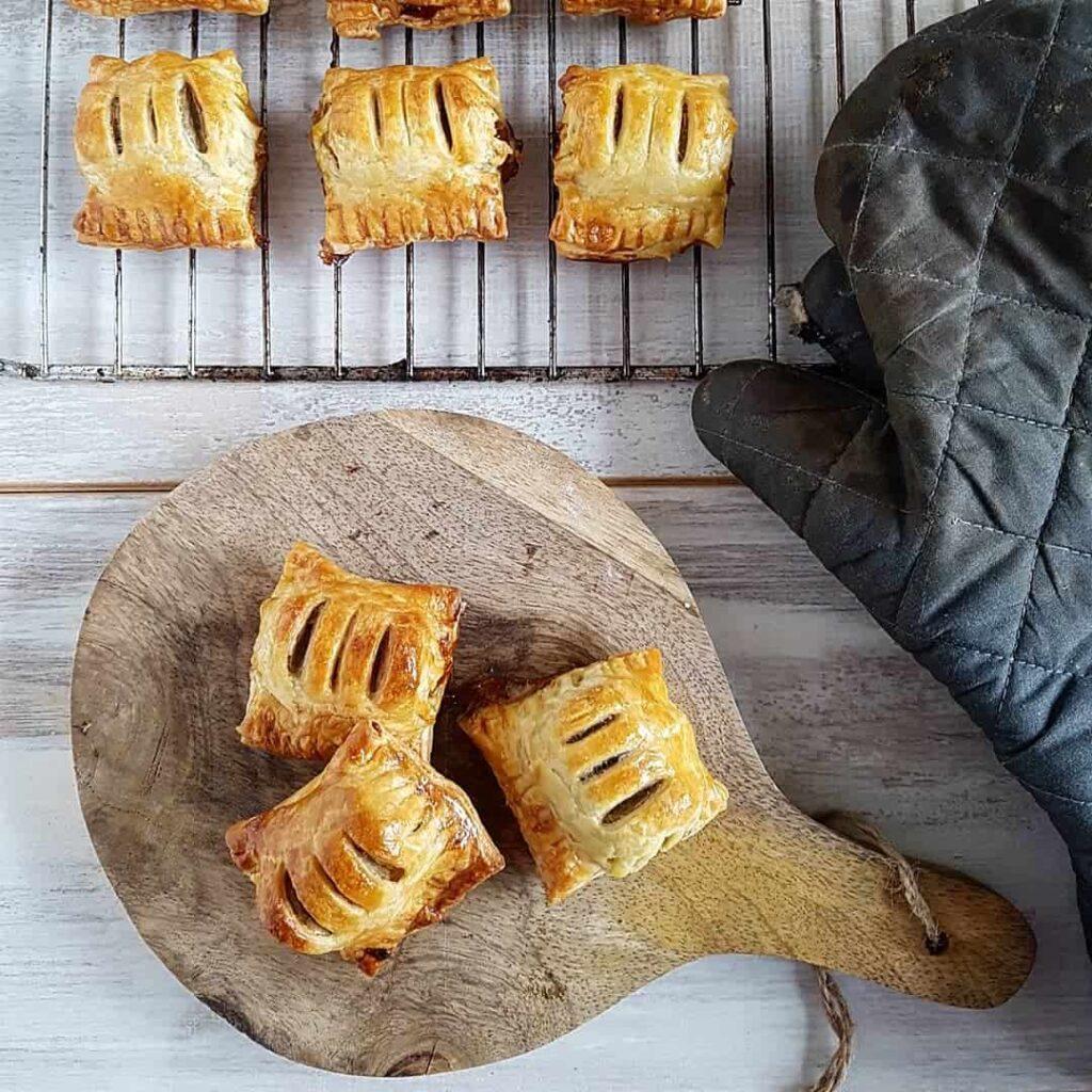Mini-frikandellenbroodjes met curry