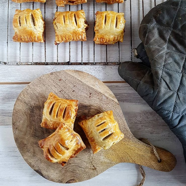 Mini frikandellenbroodjes