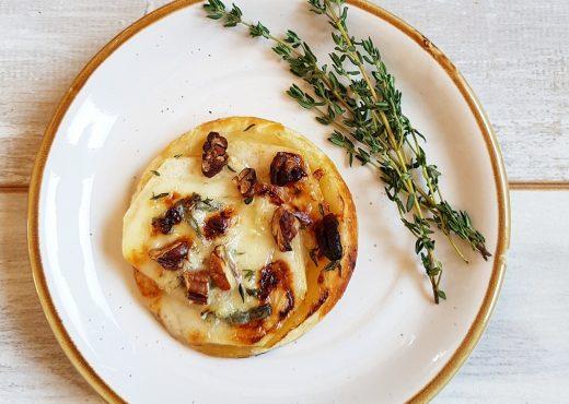 Perentaartje met gorgonzola en tijm