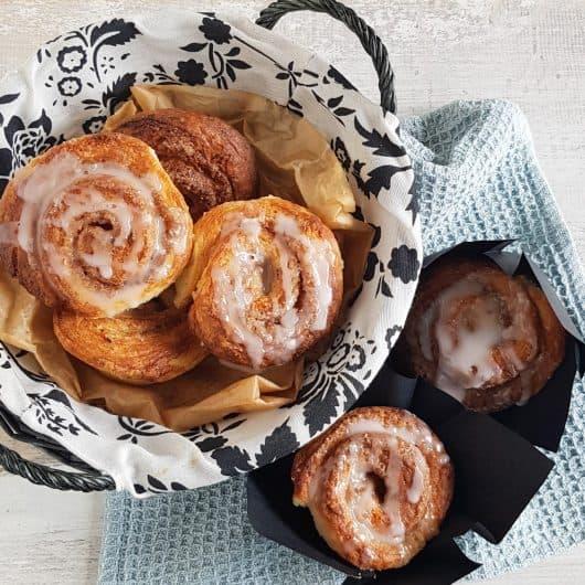 Cinnamon rolls met kaneel en kardemom