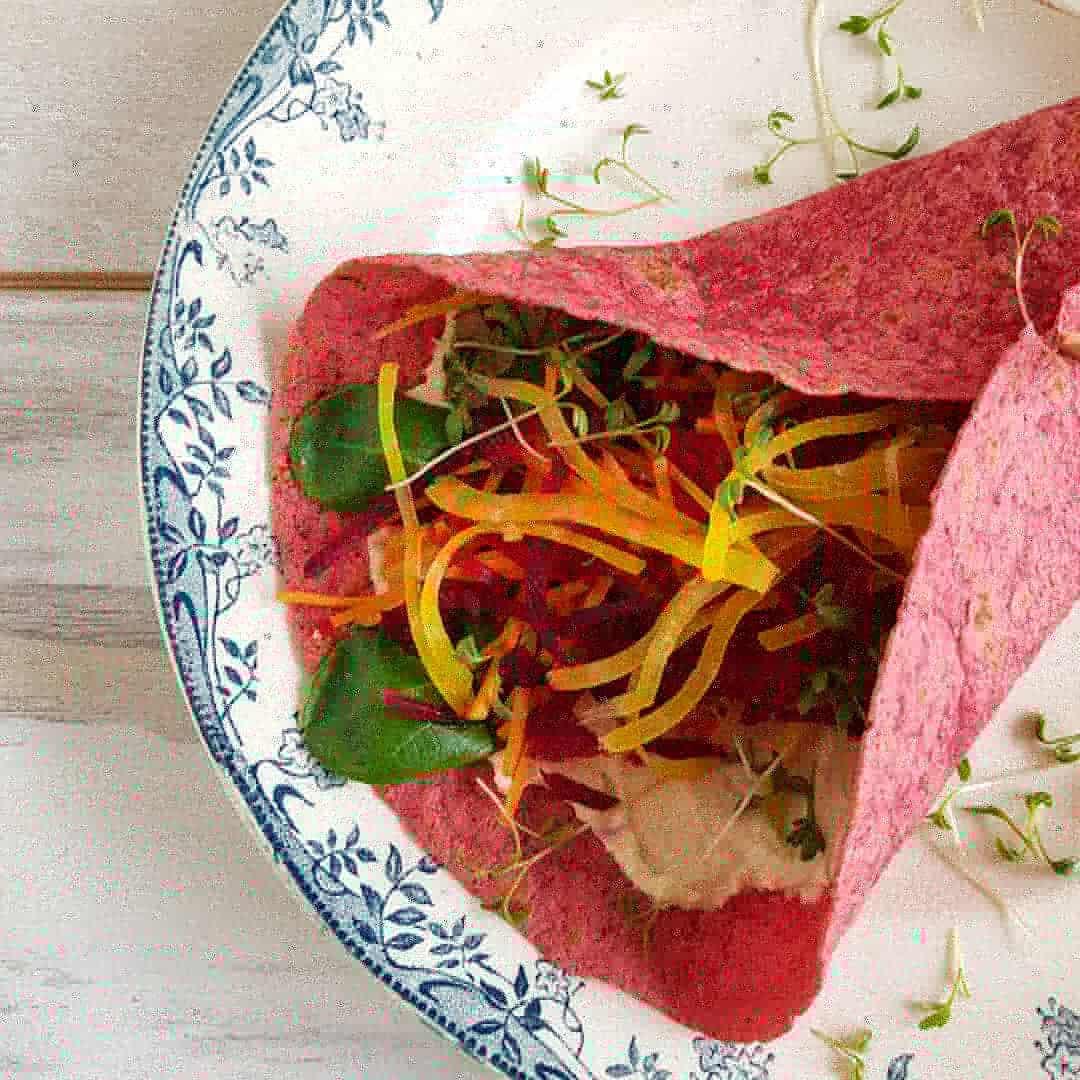 Regenboogwraps - Bietenwrap - wrap met hummus en groenten