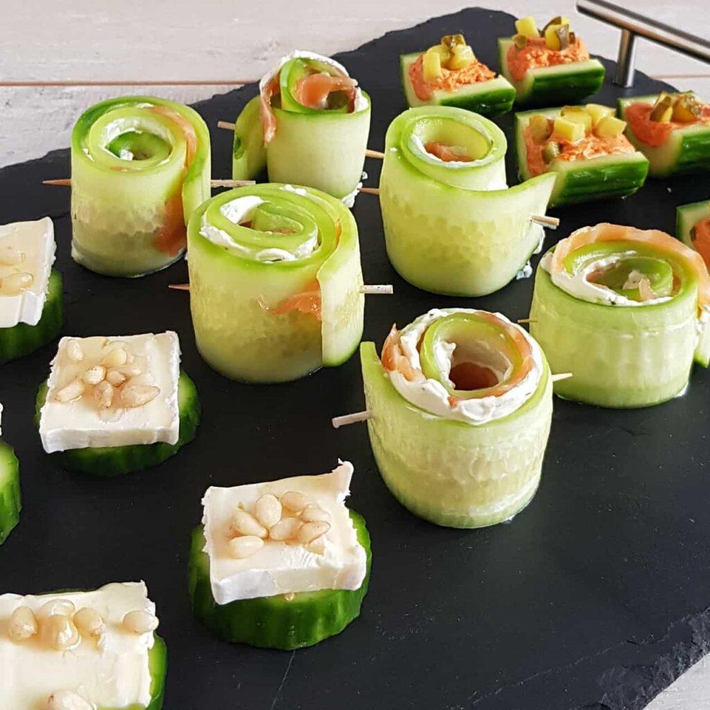 3x hapjes met komkommer (met zalm, met filet americain en met brie)