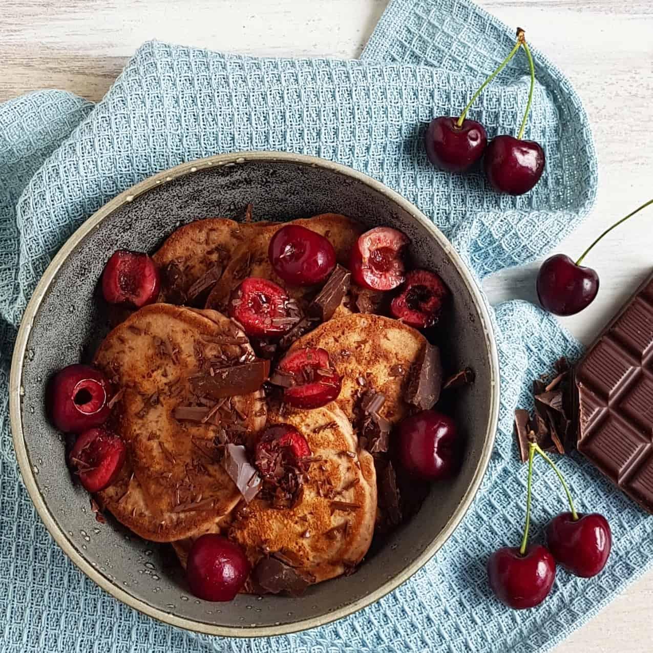 Chocolade pannenkoeken met kersen