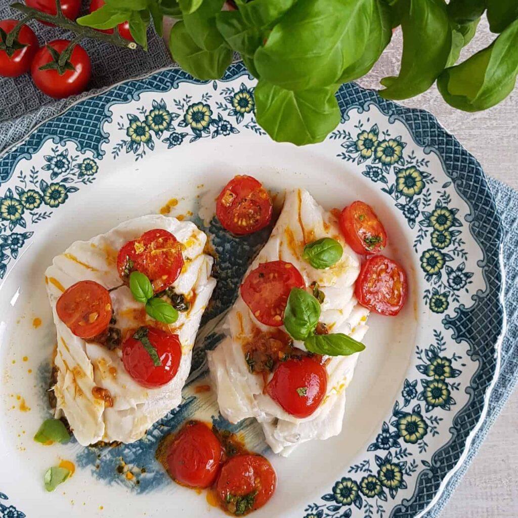 Kabeljauw met tomaat-basilicumsaus