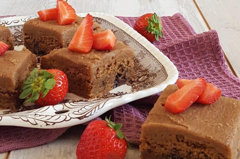 Chocolate chip cookies met botercrème en aardbeien
