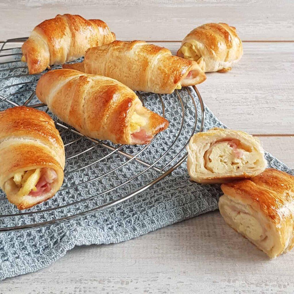 Croissantjes met ei en ontbijtspekac