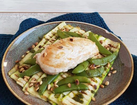 Gegrilde courgette met kip en pesto