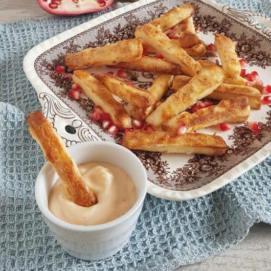 Halloumi frietjes uit de oven met sriracha-mayonaise