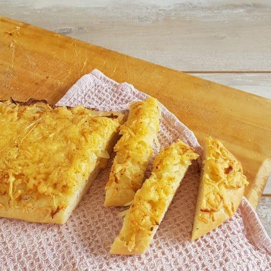 Uienkruier - Uienbrood met kaas