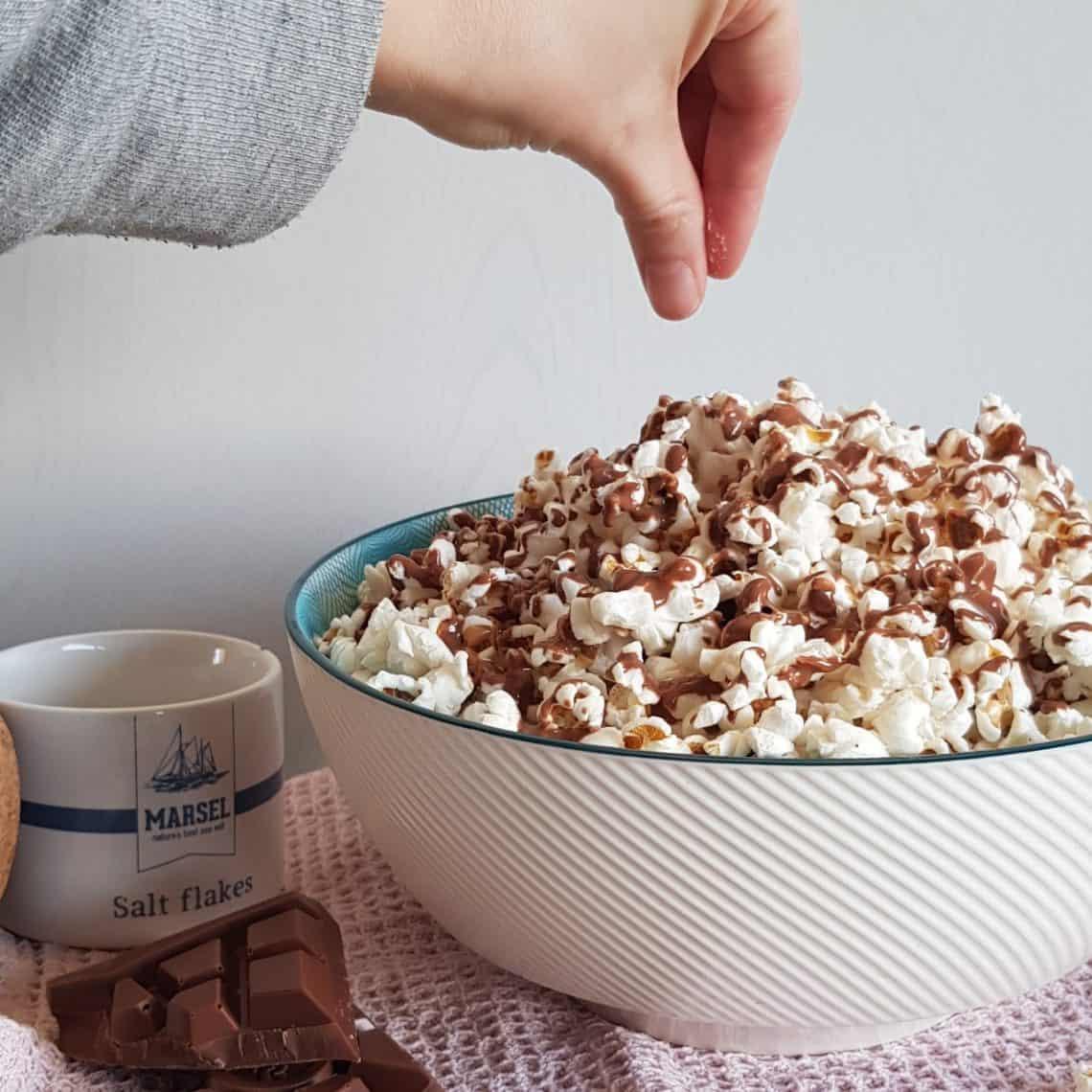 Popcorn met chocolade en zeezout