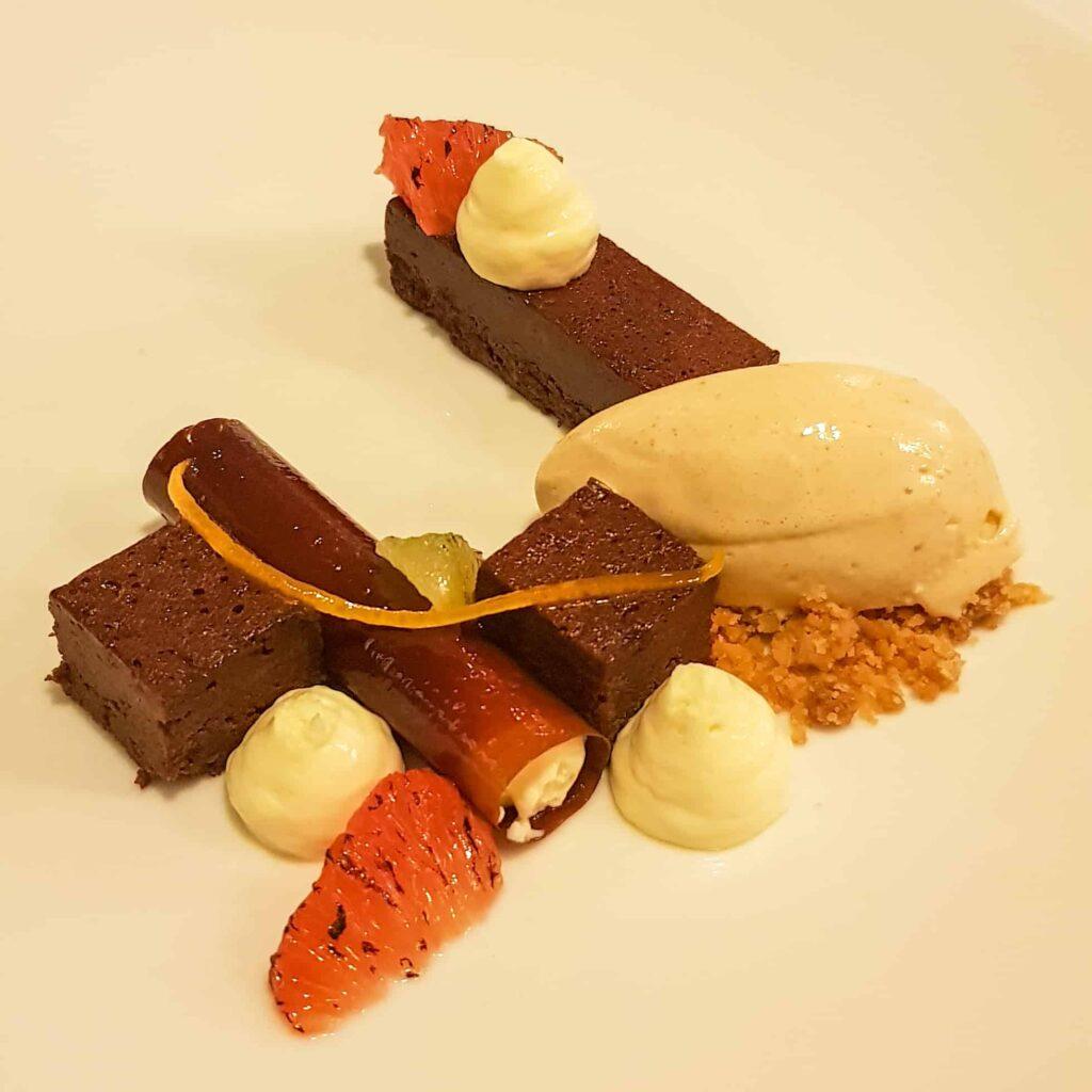 Chocoladecake met beurre noissette ijs